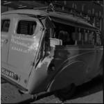 687-2 Door vrachtauto aangereden bestelauto.