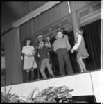 6874-1 Bijeenkomst voor spastische kinderen in de Rivièrahal van Diergaarde Blijdorp waar zij hun acteertalenten kunnen ...