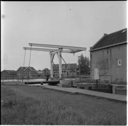 688-2 Berg- en Broekbrug en -sluis tussen de Rotte en Bergse Voorplas, nabij de Prins Bernhardkade.