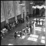 6930 Joegoslavische dansgroep optreden in Burgerzaal stadhuis.
