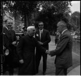696 Aankomst Pandit Jawaharlal Nehroe, premier van India, bij het gebouw van de Koninlijke Roei- en zeilvereniging De ...