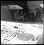 6978 Muziekuitvoerinkje in geluidsstudio van Siegro op het Tiendplein.