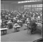 7004-1 Examen van kandidaten voor het Vakdiploma Aannemer in Ahoy-complex, georganiseerd door Raad van Bestuur Bouwbedrijf.