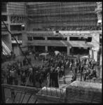 7006-2 Festiviteit op de bouwvloer van het nieuwe concertgebouw De Doelen naar aanleiding van het bereiken van het ...