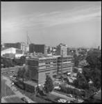 7047 Foto vanaf Groothandelsgebouw richting nieuwbouw Bouwcentrum, hoek Weena-Kruisplein; en het nieuwe concertgebouw ...