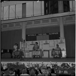 706-2 Deelnemers aan het theezetkampioenschap van Zuidwest-Nederland in de Rivièrahal.