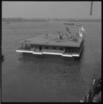 7063-2 Tewaterlating bij Verolme Rozenburg van een ponton, gedoopt 'Monitor', door mevrouw J. Zwolsman-Mos.