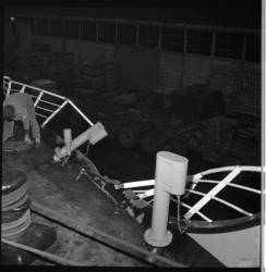 7087 Schade aan vrachtschip Kloosterdijk van de Holland-Amerika Lijn na aanvaring met de coaster Oosterburgh op de ...