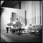 7099 Theatervoorstelling door de toneelgroep 'Novem 62' in de Golden Ballroom van het Hiltonhotel i.v.m. lustrum ...