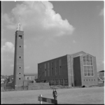 711 Exterieur van de Goede Herderkerk aan het Kastanjeplein (Schiebroek).