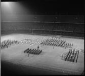 7114-2 Taptoe in Feijenoordstadion o.l.v.majoor A.J. van Dongen en luitenant kolonel R. van Yperen