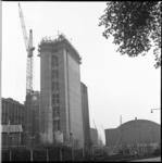 7161 Hoogste punt nieuwbouw van graansilo Meelfabriek Van Latenstein, gevestigd aan de Rijnhaven en Veerlaan op ...