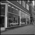 7299-2 Autoshowroom van Pietersen & Co hoek Nieuwe Binnenweg en Gouvernestraat.