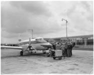 732 Leerlingen van technische scholen ter gelegenheid van de jeugdluchtvaartdagen op de Luchthaven Rotterdam.