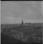 7345-3 Uitzicht vanaf de Laurenstoren richting Meent met gebouw de Nederlanden, het Haagseveer met het Stadstimmerhuis, ...