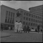 7367 Onthulling van het beeld 'De Barmhartige Samaritaan' op het voorplein van ziekenhuis Dijkzigt.