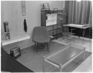 748-2 Interieur van een studiekamer in het Bouwcentrum.