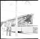 7496 De geprepareerde walvis Jonas is weer te bezichtigen vanaf dinsdag 26 mei 1964 op de hoek van de Meent en de ...