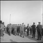 7549-1 Militairen van het Engelse regiment Lancashire Rifles marcheren in Hoek van Holland.