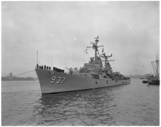 755 Aankomst van de Amerikaanse onderzeebootjager Davis.