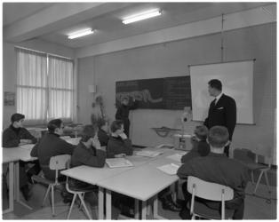 7550 Leslokaal met leerlingen van de Havenvakschool.