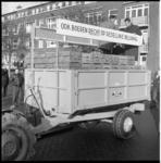 7570-2 Boeren uit Flakkee delen plastic zakjes, gevuld met 2 kilogram aardappelen, uit aan huisvrouwen; dit als protest ...