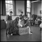 7636 Amateur operagezelschap voert een repetitie-act op met Hugo de Groot..