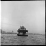 7666-1 Wagenveer op de Nieuwe Maas in een tv-reportage over de Rotterdamse haven geproduceerd door KRO's Brandpunt.