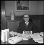 7731 De heer C.J. van Oost, hoofd van de secretarie-afdeling Bevolking, Burgerlijke Stand, Verkiezingen en Militaire ...