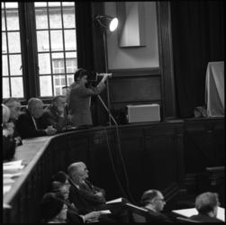 7768-2 TV-uitzending verzorgd door POGO in de Rotterdamse raadszaal.
