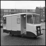7903-1 Close-up van RMI-bezorgkarretje, een zogenaamde 'IJzeren Hond' voor melkbezorging in de wijken vanaf het ...