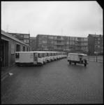 7903-2 Hele rij 'IJzeren honden' van de RMI voor melkbezorging in de wijken vanaf het Vredenoordplein.