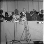 7935-1 Platform met genodigden tijdens tewaterlating bij Wilton Fijenoord Schiedam van oorlogsschip Nigeria voor ...