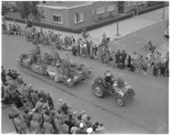 794 Eén van de fraaie praalwagens uit de bloemenstoet die door Rotterdam trok.