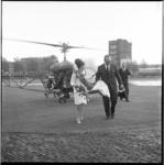 7947 De Tulip Queen van Birmingham (in het dagelijks leven miss Mary Burden) arriveert op Heliport voor een bezoek aan ...