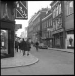 7964 Straatbeeld Oude Binnenweg met o.a. cafe de Vijgeboom.