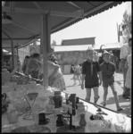 7987-1 Grote voorjaarsmarkt in jeugdcentrum de Boemerang aan de Vondelweg.