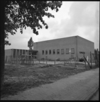 7996-1 Exterieur van de nieuwe gereformeerde Elim-kerk aan het Bollenland in Tuindorp de Vaan.