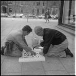 8016 Campagne Centrum-Bezemschoon voor het gebruik van papiermanden op het Stadhuisplein.