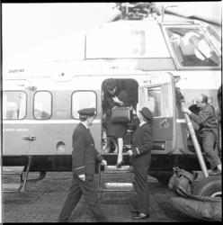 8021 Aankomst Sabena helikopter op Heliport (waarschijnlijk met Anneke Gronloh).