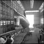 8052-2 Tewaterlating van de onderzeeboot Tonijn op scheepswerf Wilton-Fijenoord in Schiedam.