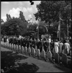 8070 Herdenking ter gelegenheid Wereldveteranendag bij Monument 'Vallende Man' op begraafplaats Crooswijk.
