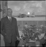 808 Burgemeester mr .G.E. van Walsum in het luchthavenrestaurant ter gelegenheid van de opening van diverse gebouwen op ...