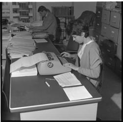 8126 Data-typiste IEA verwerkt printlijsten.