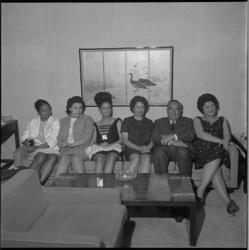 8178 Gezelschap in gevolg premier Pengel van Suriname in Hilton Hotel.