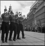 8184-2 Lunchconcert van Tamboer- en trompetterkorps Ahoy op het Stadhuisplein.