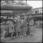 8211-1 Modeshow van bontmantels van bonthuis Nico Nagtegall tijdens CHIO. Deze dames liepen door het zogenaamde ...