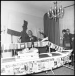 8213 Cornelis Verolme met echtgenote Annie Verolme-Weegink in het Hilton-hotel bij een te zijner ere gebouwd en ...
