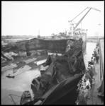 8249-1 Zwaarbeschadigde Rona Star na een ontploffing bij Verolme Tanker Cleaning Rozenburg ter reparatie in het ...