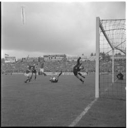 825-2 Spelmoment uit de voetbalwedstrijd Sparta - Feyenoord.